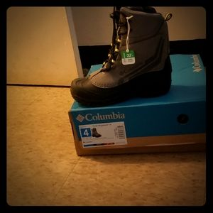 Columbia boots size 4 kids